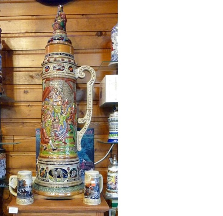 """I boccali di birra in ceramica sono un articolo da collezione per tantissimi appassionati in tutto il mondo, noti per la loro bellezza e per la loro storia. In inglese vengono chiamati """"beer steins"""", un termine che può derivare da """"Stein Krug"""" (tazza o  boccale di pietra) o da """"Steingut"""" (oggetto in"""