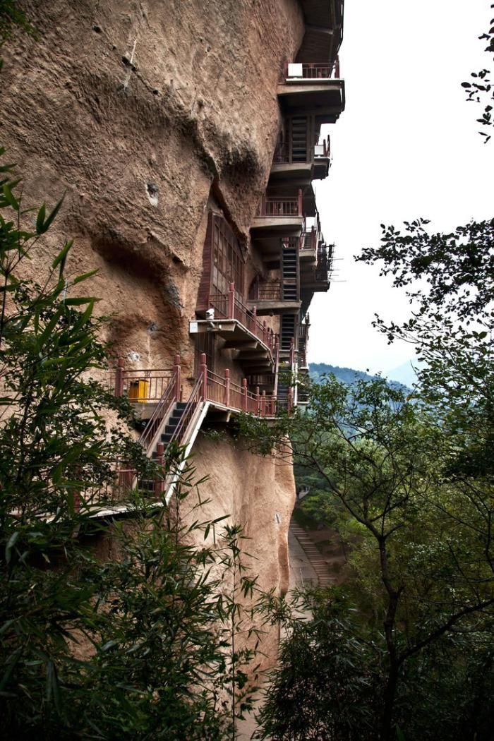 maison troglodyte, architecture verticlae dans la montagne