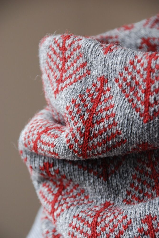 Double-layer, colourwork neckwarmer to keep out the wind and cold. Just the right balance between drape and structure allows this cowl to sit low and loose around the neck or to be pulled up when the weather sets in.Made from 100% lambswool on a vintage hand-operated knitting machine in Glasgow! UK.Pattern: Shetland Pine, inspired by the traditional Shetland tree motif seen the world over on yoked Fair Isle jumpers.Size: Approximately 33cm wide by 25cm highCare: Hand...