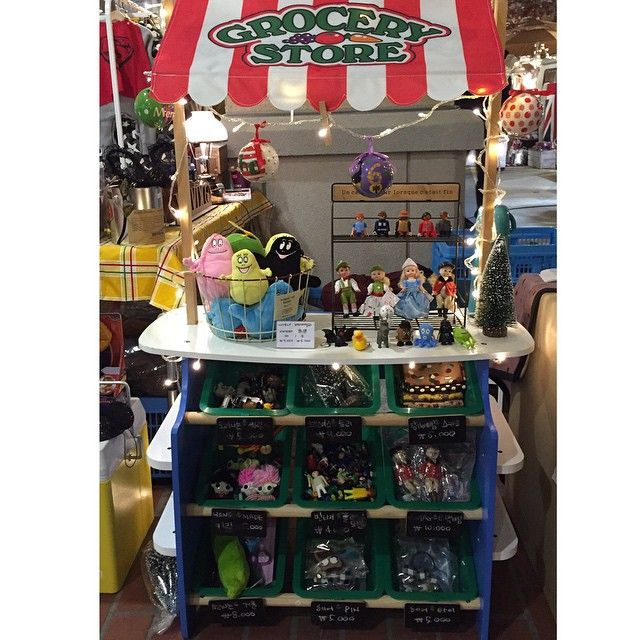#kively #kids #kidsshop #toy #toystagram #mac #macmadam #vintage #vintagedoll #babapapa #babafamily #keyring #playmobil #grocerystore #paju #popupstore #market #파주 #파주아울렛 #첼시 #롤링도너츠 #유아동복 #토이스타그램 #맥마담 #바바파파 #플레이모빌 #크리스마스 #마켓