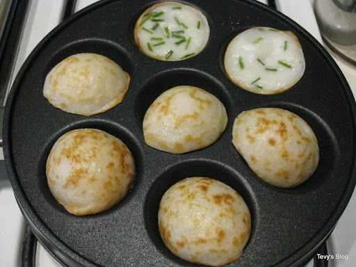 Khmer Num Krok (Cambodianrice cake)   This recipe is often made and sells on the street of Cambodia and Thailand.   In order to make this...