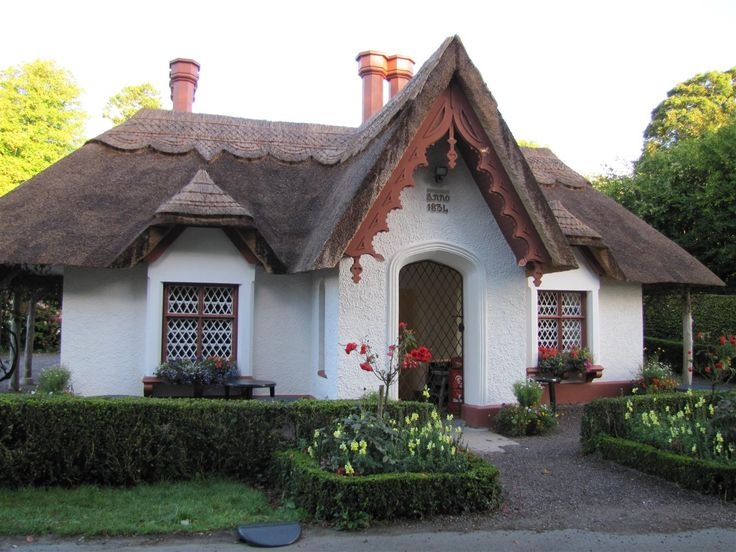 An Irish cottage    http://www.waymarking.com/waymarks/WMAFXG_Thatched_Cottage_Killarney_National_Park_Killarney_County_Kerry_Ireland