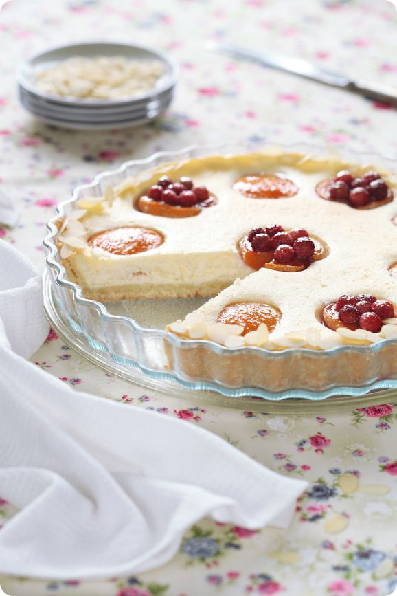 3/2/12 Cottage cheese and cheese cake with apricots / Torta de queijo com alperces