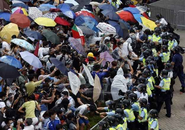 "33 Extraordinary Pictures Of Hong Kong's ""Umbrella Revolution"" 