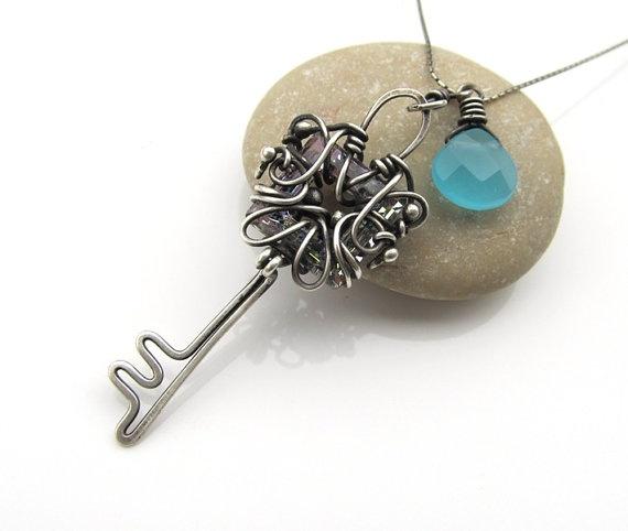 collar de plata alambre azul envuelto swarovski