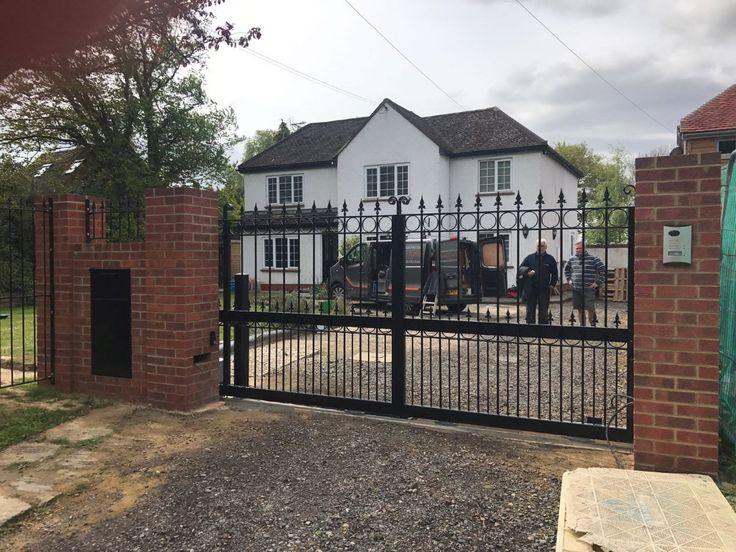 Electric sliding gate - the Arundel.