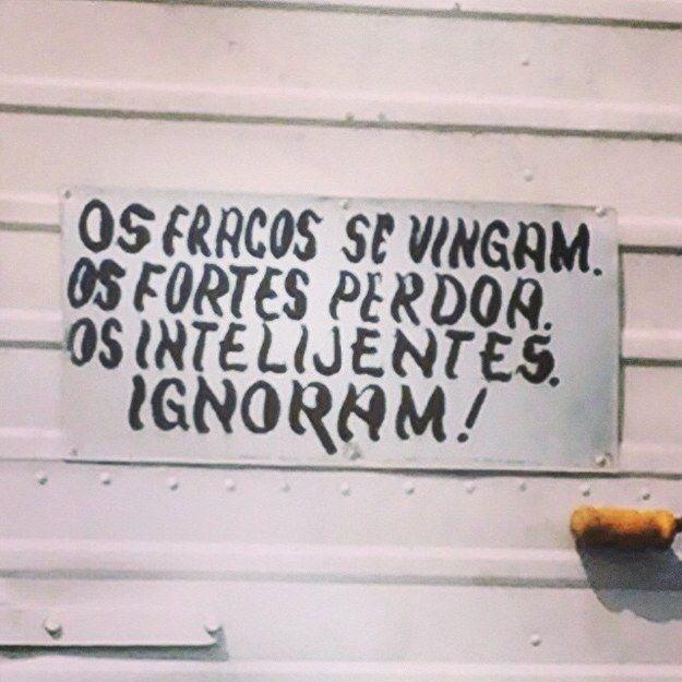 25 motivos para chorar pela morte da língua portuguesa