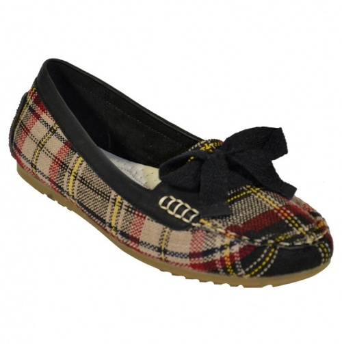 Moccasin-Inspired Flats in Plaid with Bows.