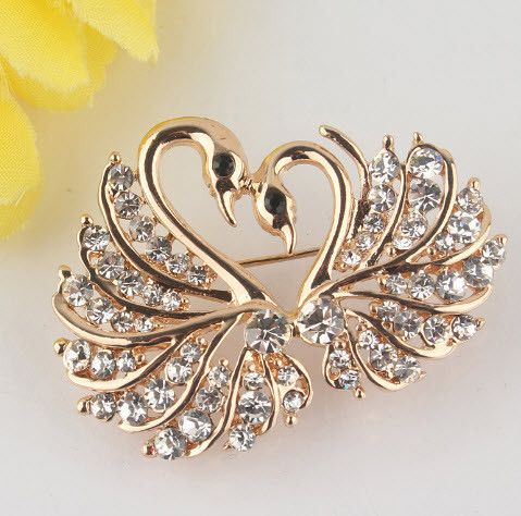 Brooch Pin Swan Design In Crystals and Gold Plated Base Item Type: Brooch Pins Fashion Women Style: Trendy Model: GP 3734 Metal Based: Zinc Alloy Plated: Gold Shipment: Free Estimated Delivery: 12-20