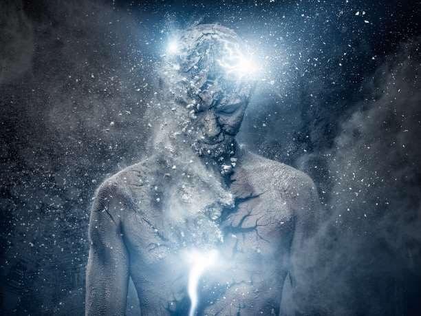 Προσεύχομαι στο Θεό που δεν τον έφτιαξαν άνθρωποι. Σε εκείνον που ζει μέσα στο φως της κάθε άυλης ψυχής και μακριά από το σκοτάδι του κάθε ανθρώπινου μυαλού. Προσεύχομαι στο Θεό που δεν έζησε μέσα σε βιβλία, ημερομηνίες και τόπους μα ζει μέσα μου και ξημερώνει τα μάτια όλων των πλασμάτων της γης κάθε πρωί …