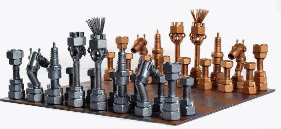 Juego de ajedrez - Arte Metal Metaldiorama Jugar al ajedrez con estilo... Mis productos están hechos con cuidado. La calidad es lo más importante, así que quería crear estos coleccionables lo más detallada posible. Encaja bien en cualquier colección. ESCULTURAS METAL HECHO A