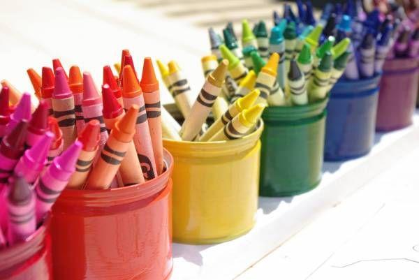 Quelques idées pour organiser le matériel d'art des enfants!