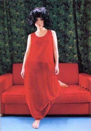 YUKI 赤のドレス