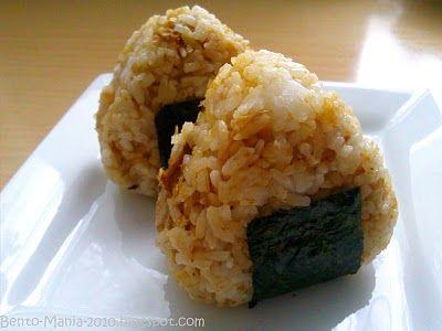 Bento-Mania.....verrückt nach der japanischen Lunch Box: Rezept: Okaka Onigiri (Reisbällchen mit Soja-Sauce und Bonito-Flocken)