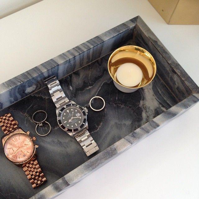 Förvaring till smycken och klockor i fönstret typ boligheter's photo on Instagram