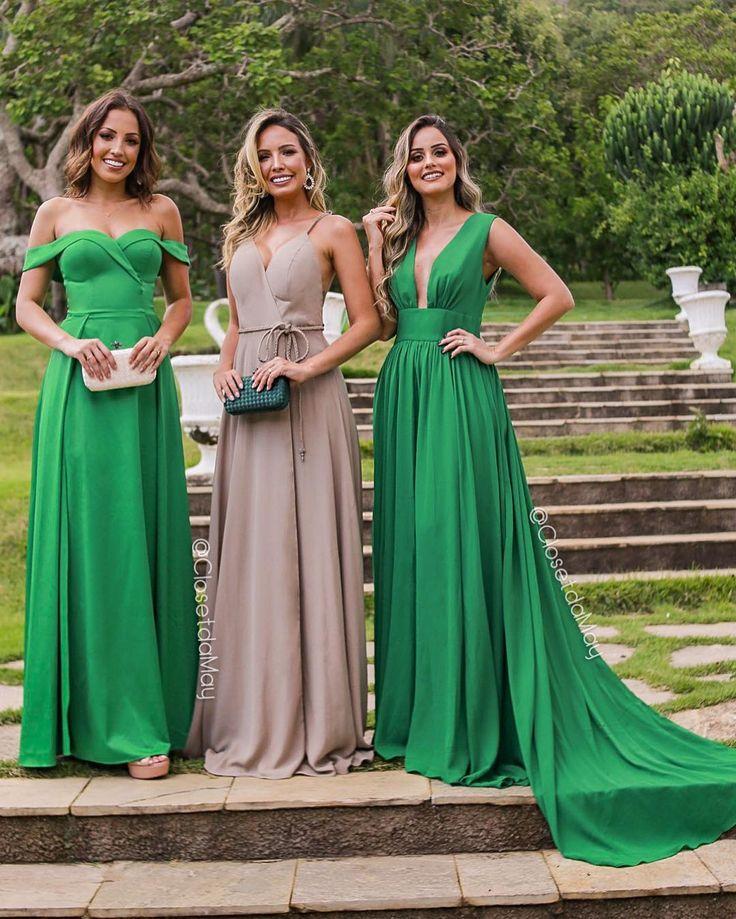 A imagem pode conter: 3 pessoas, pessoas em pé e atividades ao ar livre | Costura in 2019 | Bridesmaid dresses, Wedding dresses, Dresses