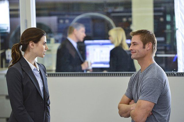 Josh Holloway and Meghan Ory in Intelligence (2014)