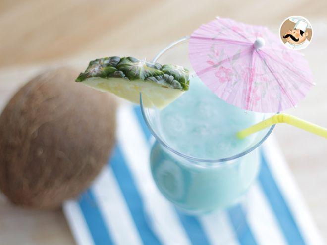 Receta Bebida : Cóctel blue hawaiian por Petitchef_oficial