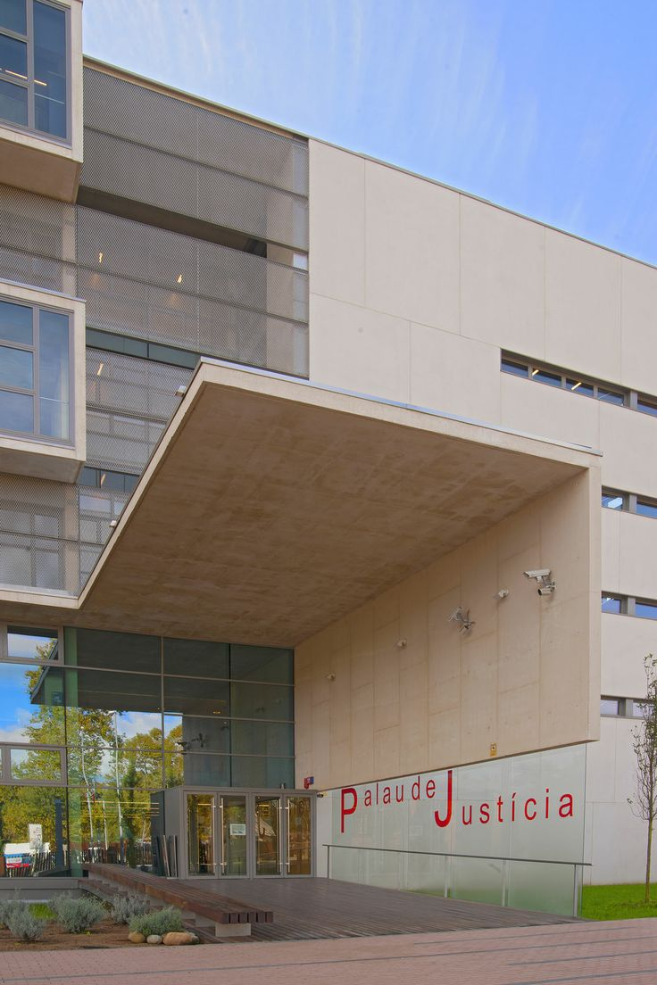 Els magistrats de l'Audiència Provincial de Girona / Los magistrados de la Audiencia Provincial de Girona / Magistrates of the Provincial Court of Girona. TopGirona nº 50