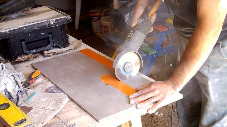 Petite démonstration d'un amateur sur la coupe d'un carreau de carrelage sans l'abîmer. http://je-realise-ma-maison-mikit.kazeo.com/ http://bien-bricoler.mai...