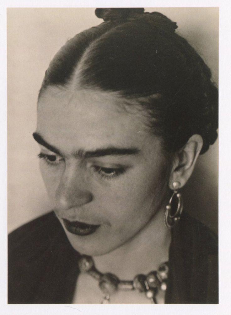 Doña Frida de Rivera, nuestra maestra querida nos dice: Vengan muchachos, yo les…