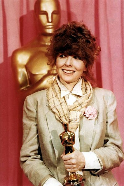 Diane Keaton 1977, holding Oscar won for Best Actress in ...