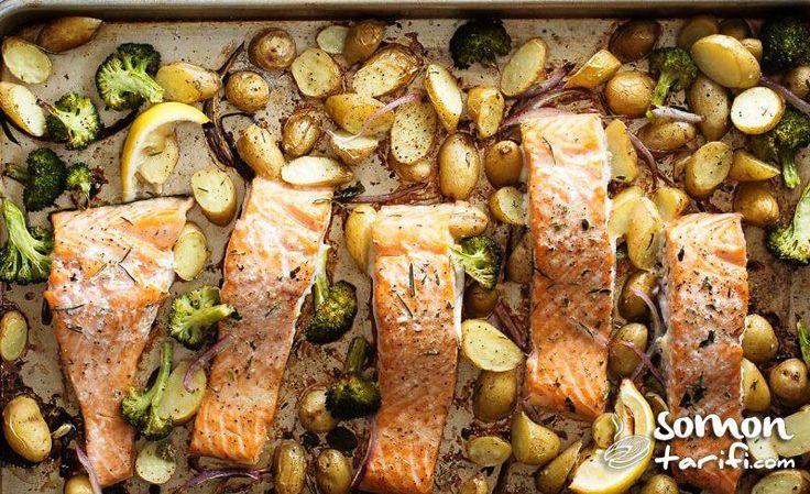 Özellikle kış aylarında vücut direncinizi yüksek tutacak hem sağlıklı hem lezzetli hem de pratik fırında sebzeli somon tarifi oldukça hoşunuza gidecek.