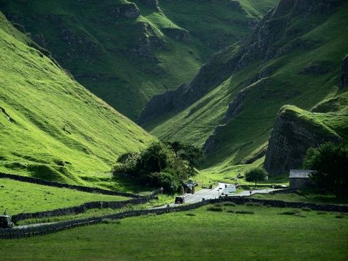 Winnat's Pass, Castleton, Derbyshire  ♥Wow, I bet this place would be breath taking to experience in person. ♥