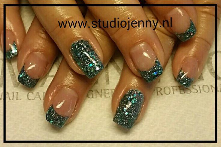 Aqua French Manicure - Door Studio Jenny