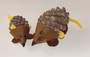 porcupine craft, using pinecones and construction paper