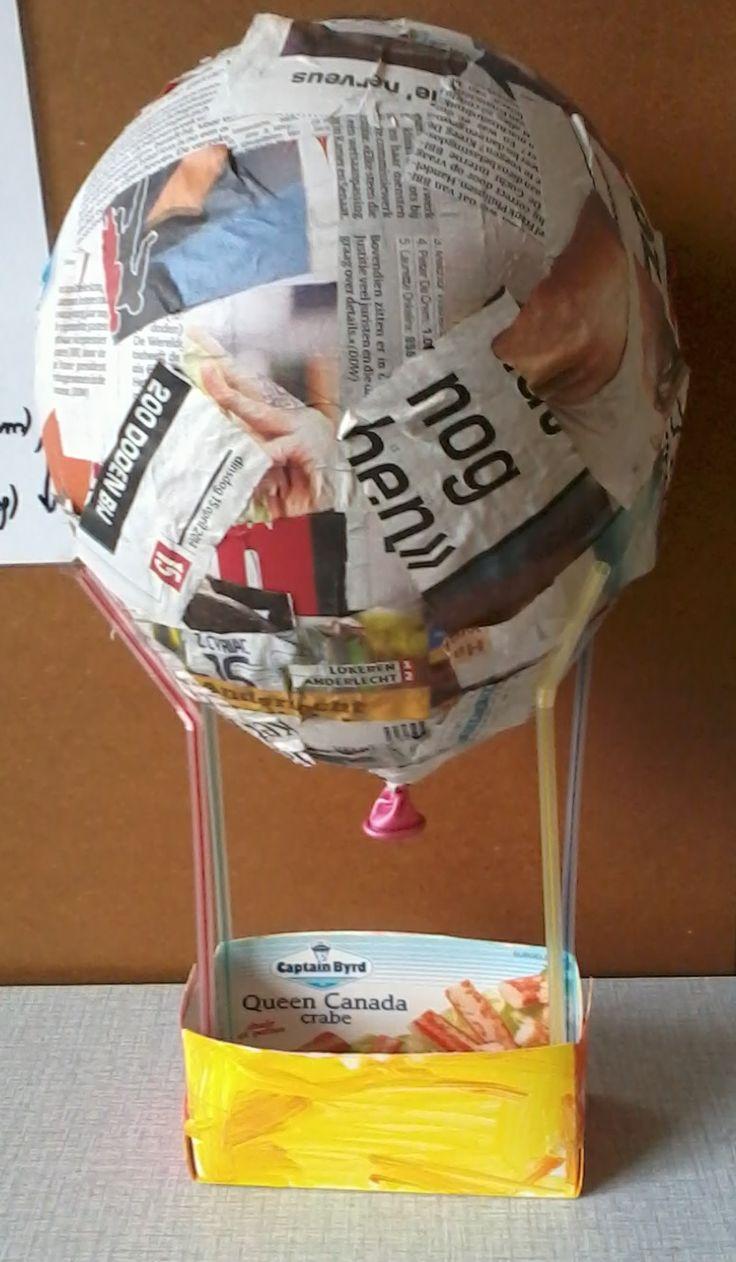 Luchtballon. Ondersteund door rietjes.