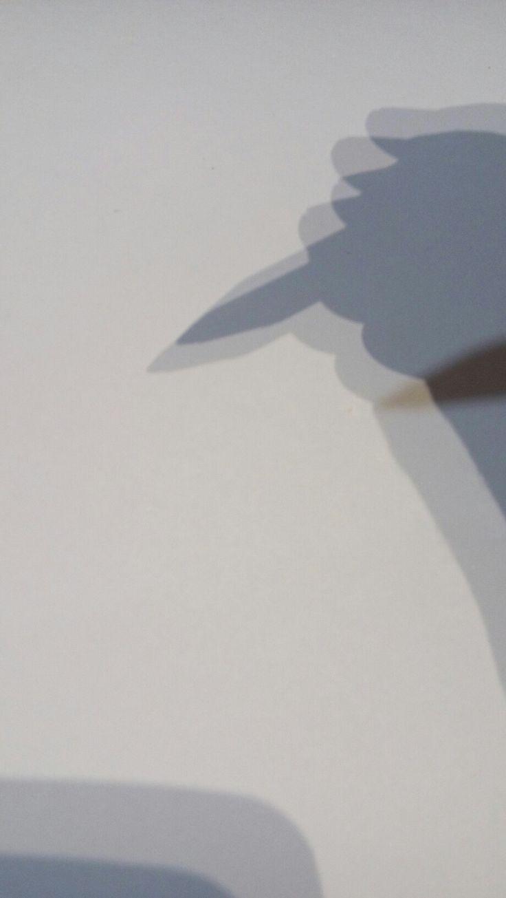 Amenaza de pincel al vacio del papel