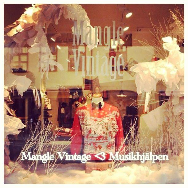 Mangle Vintage <3 Musikhjälpen 2013. Win this fab christmas sweater, all money goes to charity (Musikhjälpen 2013): http://www.tradera.com/item/343994/197601484/varldens-finaste-jultroja-musikhjalpen-2013-strl-m