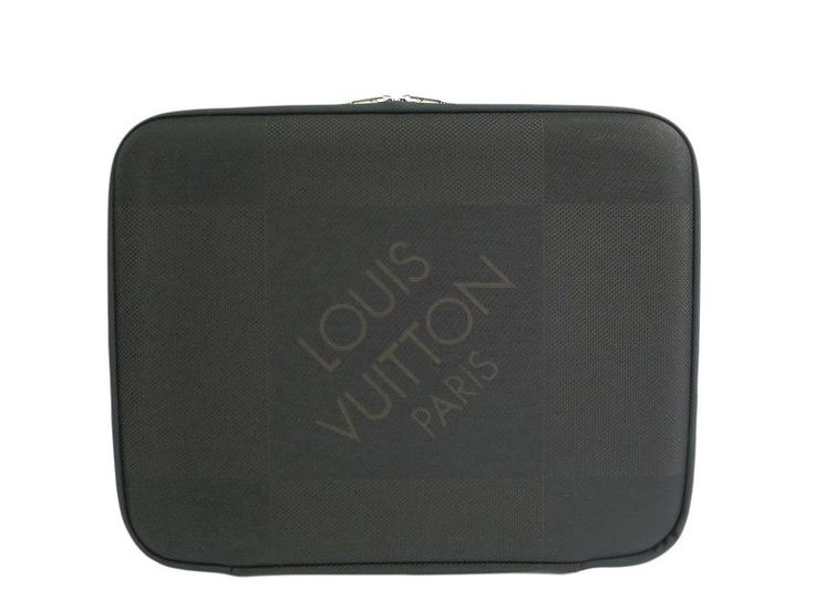 LOUIS #VUITTON Laptop Sleeve MM Damier Geant Noir N58036 (BF306164) All of #eLADY's items are inspected carefully by expert authenticators who have years of experience. For more pre-owned luxury brand items, visit http://global.elady.com