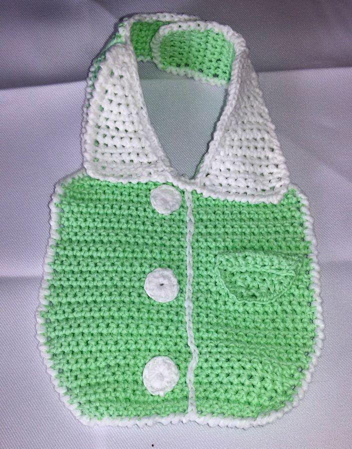 Bavaglino a forma di camicia verde acqua e bianco fatto a  mano a uncinetto
