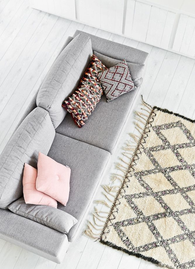 Moroccan Beni Ouarain rug and Berber pillows. #Vintage #Berber #Style. www.mycraftwork.com/