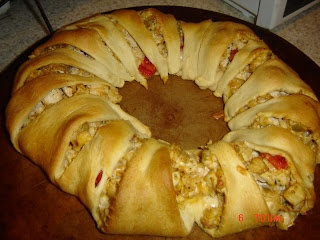 Ten in a Bed: Pampered Chef Chicken Enchilada Ring...pampered chef's broccoli ring recipe is delish too!!!