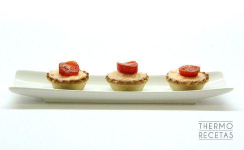 Tartaletas de aperitivo rellenas de mousse de salmón