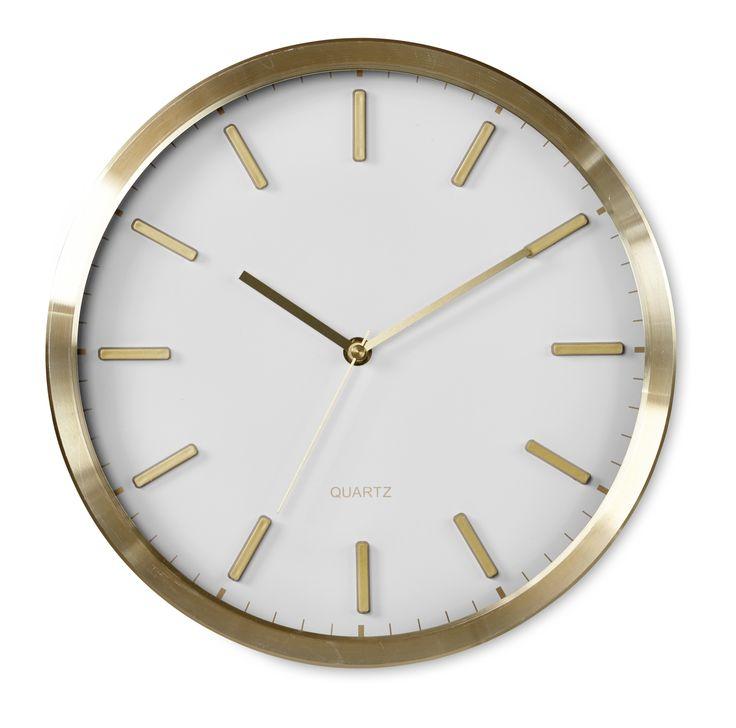 Modern klocka i mässing med svart eller vit urtavla. Från Mio