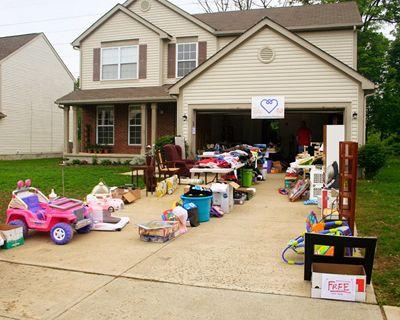 ¡No dejes que se acumulen las cosas! Lo que no te guste hoy probablemente no te gustará mañana. ¡Mejor organiza una venta de garage con los tips de nuestro blog!
