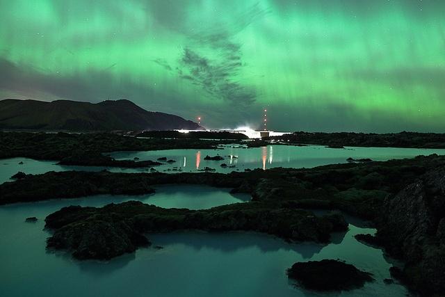 Northern lights over blue lagoon iceland aurora borealis