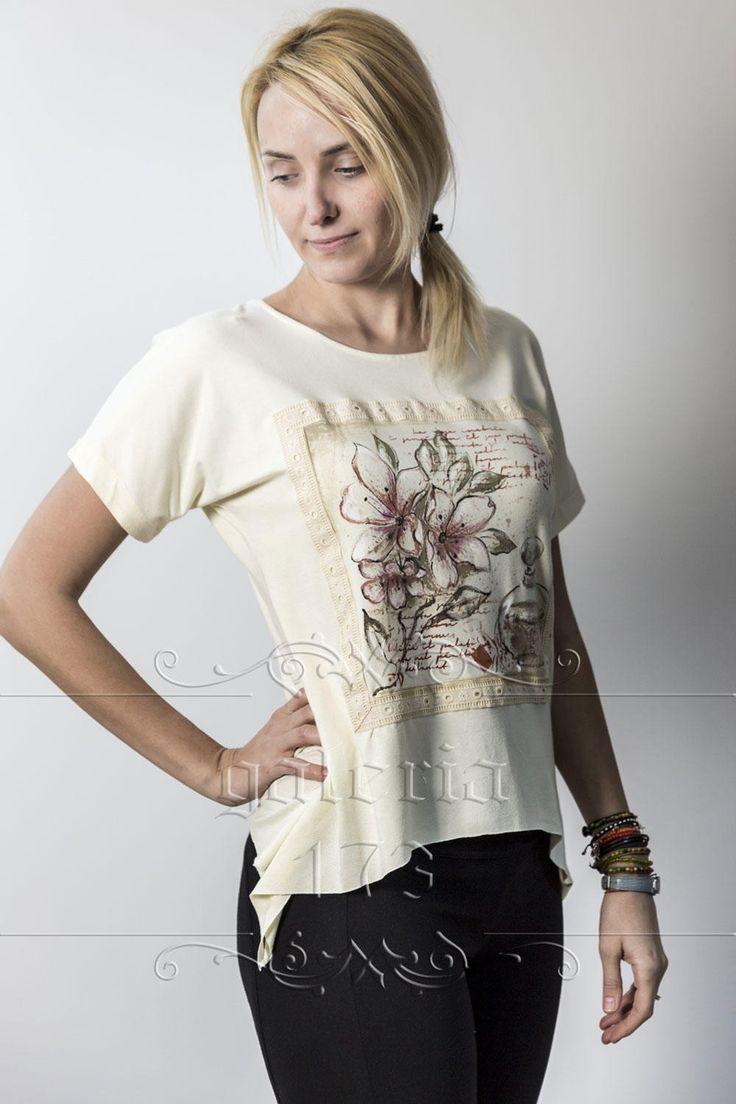 Bluza   Parfum de Crini, model unicat, realizata si pictata manual. Compozitie:   Bumbac 100%. Marime universala.