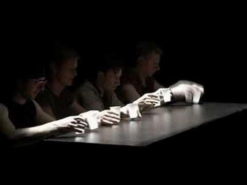 Muziek maken met koffiebekertjes - De Wereldband