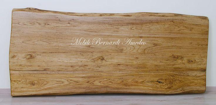 Solid elm wood table top, hand planned, natural edge. Piano per tavolo fratino in legno massello di olmo con bordi naturali finitura piallata a mano.
