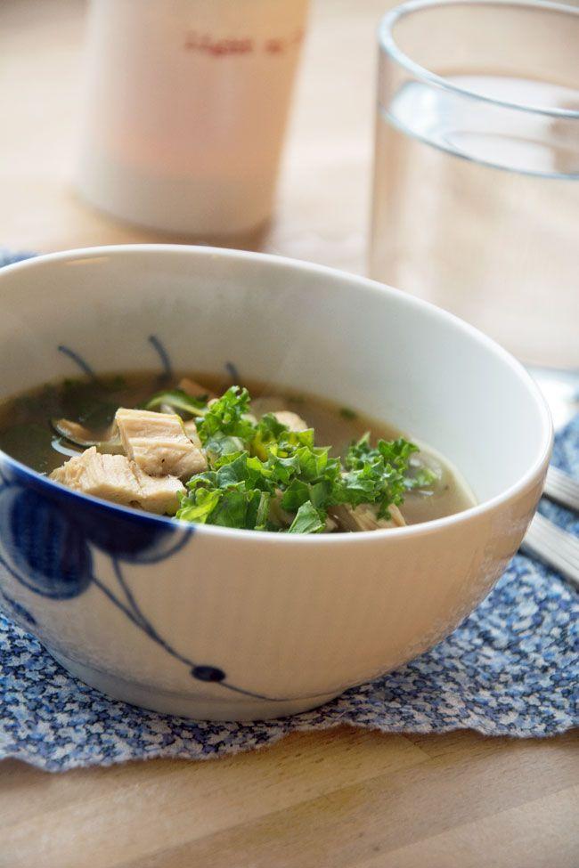 kyllingesuppe-med-groenkaal