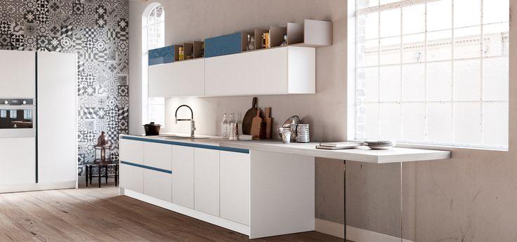 Cucina Moderna - GLASS    Finitura Bianco Opaco | Gola laccata Denim | Elementi a giorno Biscotto  http://www.arredo3.it/cucine-moderne/cucina-moderna-glass/