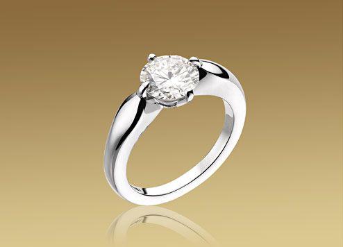 デディカータ・ア・ヴェネチア。ラウンド・ブリリアントカット・ダイヤモンドを使用したプラチナ製の「トルチェッロ」リング。0.2カラットのものからご用意しています。
