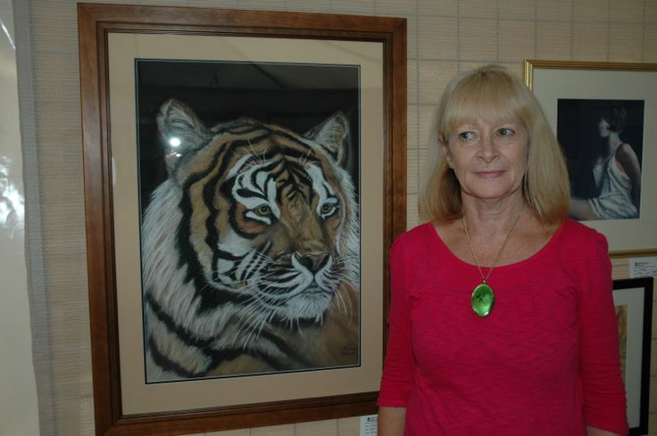 SHARON VALITUTTO AKA SHARON NELSON WITH HER TIGER PAINTING
