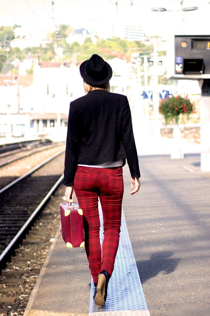 street look/fashion blogger/artlex/tartan/boyish style/rock/trainstation/DIY suitcase/british / veste @Kiabi France