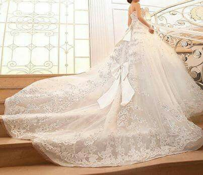 Wedding dress with ribbon